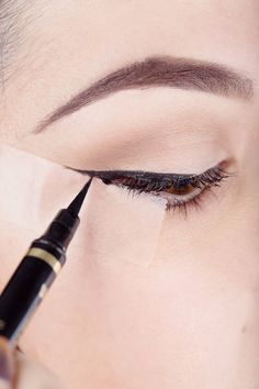 How to Use Scotch Tape to Perfect Your Liquid Eyeliner (ELLE; photo: Elizabeth Griffin) (a During shot)