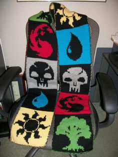 Magic the Gathering scarf - looks cool but I'm not a scarf person Loom Knitting, Knitting Patterns, Crochet Patterns, Crochet Ideas, Magic Crafts, Arts And Crafts, Nerd Crafts, Nerd Geek, Crochet Scarves