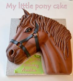 You'll love this Horse Head Cake Tutorial and it's easy when you know how. Watch the video instructions and check out the Rainbow Unicorn Cake too. Cake Decorating Techniques, Cake Decorating Tutorials, Horse Birthday Parties, Horse Birthday Cakes, Birthday Ideas, My Little Pony Cake, First Communion Cakes, Paris Cakes, Horse Cookies