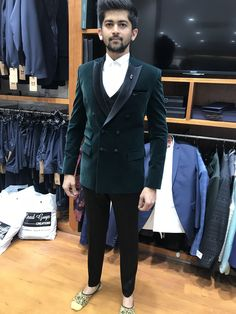 #leadguys #trendy #suits #classy #mensformal wear New Mens Fashion Trends, Indian Men Fashion, Mens Fashion Wear, Suit Fashion, Designer Suits For Men, Designer Clothes For Men, Trendy Suits, Cool Suits, Black Prom Tux