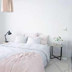 67 Minimalist Bedside Table Lamps Ideas to Makes Your Room Cozier - About-Ruth Home Bedroom, Bedroom Decor, Bedrooms, Gris Rose, Minimalist Room, Scandinavian Interior, Diy Interior, My New Room, Home And Living