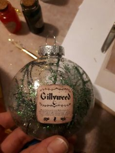 Potions and herbs ornament idea Harry Potter Christmas Decorations, Harry Potter Ornaments, Harry Potter Christmas Tree, Hogwarts Christmas, Harry Potter Halloween, Magical Christmas, Christmas Crafts, Deco Noel Harry Potter, Harry Potter Classroom