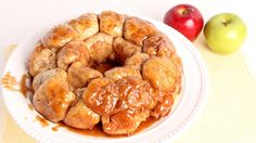 A really wonderful recipe on how to make this monkey bread from scratch, it looks so good that you just have to make it .the apples and caramel are so yummy