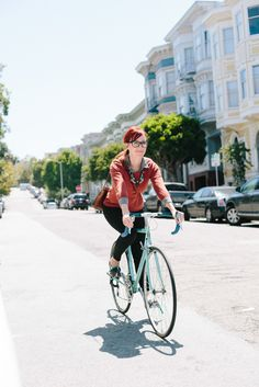 SF bike style Haight Street: Molly Covert, designer for Rabbit Foot Fern, goes for a joy ride. Women's Cycling Jersey, Cycling Art, Cycling Bikes, Cycling Quotes, Cycling Jerseys, Bike Quotes, Cycle Chic, Bicycle Girl, Bike Style