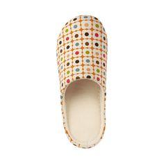 Uniqlo + Orla Kiely slippers - gotta have! Orla Keily, Kids Outfits, Cool Outfits, Retro Fashion, Mens Fashion, Gamine Style, Shoe Boots, Shoe Bag, Uniqlo