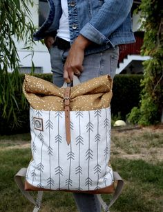 DIY-Tutorial Rucksack sewing / crochet tuts, Genia S., sewing / crochet tuts DIY Tutorial Rolltop Rucksack mit Spoonflower Stoff Source by . Diy Bags Purses, Diy Purse, Sewing Projects For Beginners, Sewing Tutorials, Sewing Tips, Sewing Hacks, Diy Projects, Sewing Patterns Free, Free Sewing