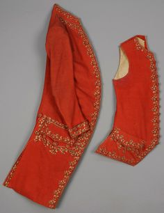 Coat and waistcoat ensemble, United states, 1775-1800. Light red wool plain weave embroidered with polychrome silk and metallic vining floral, with silk and linen lining.