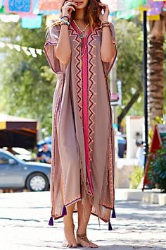 Shop bohemian dresses, boho dresses online, you can get white, long and formal bohemian dresses in fashion style on ZAFUL. Hippie Style, Bohemian Style, Bohemian Dresses, Mode Abaya, Boho Stil, Mode Boho, Caftan Dress, Embroidery Dress, Cotton Style
