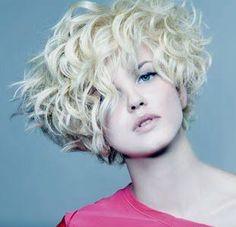 Gli ultimissimi trend sui capelli: tagli, colori e trattamenti.