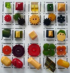 Love this assortment of Bakelite buttons!