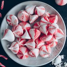 Save money by making your own christmas candy this year! Homemade Christmas candy makes a great gift or addition to the Christmas dessert menu. From bark to fudge and chocolate candies, there are over a Holiday Candy, Christmas Candy, Holiday Baking, Christmas Desserts, Holiday Treats, Holiday Recipes, Christmas Snacks, Christmas Appetizers, Christmas Cooking
