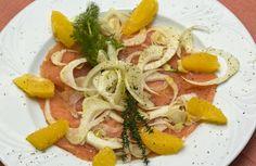 Carpaccio di Salmone marinato  ai finocchi freschi, agrumi e timo