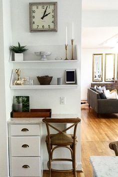 We love this home office nook! A set of drawers, shelves and some chic accessories created this functional space. Is there room for this in between family rm and dining rm? Small Space Office, Home Office Space, Small Space Living, Home Office Design, Home Office Decor, Small Spaces, Home Decor, Office Ideas, Office Designs