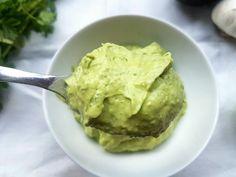 veganer dip mit avocado und knoblauch