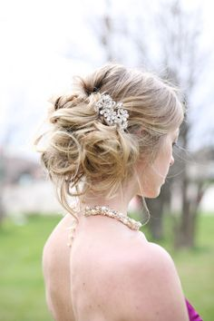 @Lindsey Niffenegger This hairdo would be BEAUTIFUL on you as a bride!