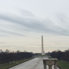 Picture of the Washington monument from the Lincoln memorial