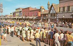GAYLORD,MICHIGAN-ALPENFEST PARADE/STREET SCENE(P-14)