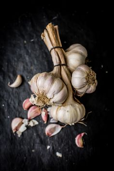 Discover recipes, home ideas, style inspiration and other ideas to try. Dark Food Photography, Still Life Photography, Indoor Photography, Fruit And Veg, Fruits And Veggies, Garlic Bulb, Garlic Soup, Garlic Aioli, Garlic Cheese