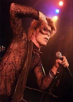 Absolute Bowie are the only David Bowie tribute band to have received a personal endorsement from Woody Woodmansey, the drummer from Bowie's band. This amazing 5 piece band flawlessly re-create the music of David Bowie with painstaking attention to detail.