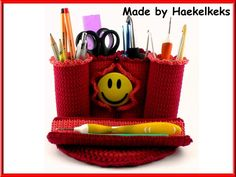 Crochet basic knowledge are essential, because the manual does not basic course site constitutes. The Pattern is medium difficulty.  The pencil case in the picture is crocheted with Schachenmayr SMC Catania dk wool and a crochet hook B ( 2,5mm). Additio