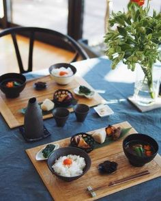 Japanese House, Japanese Food, Dinner Table, A Table, Cafe Shop, Dish Sets, Bon Appetit, Sushi, Food And Drink