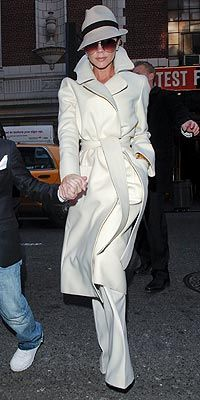 VICTORIA BECKHAM  photo | Victoria Beckham Why does she have 6 kids (?) and always look amazing???