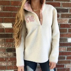 47 Stylish Winter Pullover Ideas for Women to Look Stunning - Aksahin Jewelry Casual Skirt Outfits, Cute Outfits, Vest Outfits, Preppy Outfits, Fall Winter Outfits, Autumn Winter Fashion, Winter Dresses, Monogram Pullover, Monogram Jacket