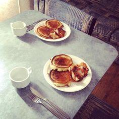 Canadian pancakes for two? #canadianpancakes #pancakes #bacon #maplesyrup #tasty #weekendaway #apollobay #latebreakfast #notowakeupthecrouchingtiger by ihavearockinmyshoe http://ift.tt/1LQi8GE