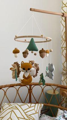 Baby Bedroom, Baby Room Decor, Nursery Decor, Fox Mobile, Diy Cot Mobile, Mobile Baby, Baby Room Design, Felt Baby, Hanging Mobile