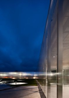 Musée du Louvre-Lens. KAZUYO SEJIMA + RYUE NISHIZAWA / SANAA, STUDIO ADRIEN GARDÈRE, MOSBACH PAYSAGISTES.