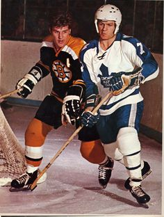 Bobby Orr (Bruins) and rookie Lanny McDonald (Maple Leafs) in Toronto Hockey Shot, Hockey Teams, Ice Hockey, Sports Teams, Lanny Mcdonald, Maple Leafs Hockey, Hockey Boards, Hockey Pictures, Bobby Orr