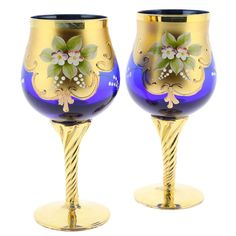 Murano Glass wine glasses, tumblers, goblets, and drinking glasses are hand blown in Venice, Italy. Serve wine or water in Italian glasses to add a flavor of Murano to your table Gold Wine Glasses, Tapas, Bohemia Glass, Murano Glass, Wine Glass Set, Wedding Glasses, Types Of Lighting, Objet D'art, Glass Jewelry
