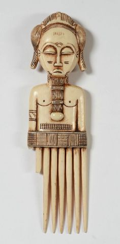 Africa | Comb from the Baule people of the Ivory Coast | Ivory; H: 25 cm | ca. mid 20th century