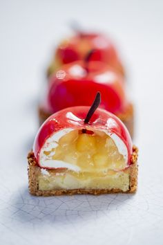 Skills Needed To Become A Patisserie Chef Colorful Desserts, Fancy Desserts, Fall Recipes, Sweet Recipes, Zumbo Desserts, Patisserie Fine, Kreative Desserts, Grolet, Frangipane Tart