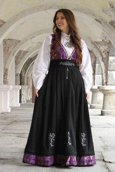 Tora festdrakt Folk Costume, Costumes, Waist Skirt, High Waisted Skirt, Skirts, Fashion, Moda, Dress Up Clothes, Skirt