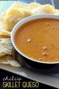 Chili's Copycat Skillet Queso Recipe - tastes exactly the same! SO yummy! { lilluna.com } #queso