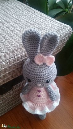 Több, mint 110.000 kézműves-design termék hazai alkotóktól. Ékszerek, Ruhák, Táskák, Háztartási eszközök, Kozmetikumok, Játékok, Férfiaknak is. Ajándékkártya. DIY. Rendelésre is. Alkotói Boltok. Stílusok: Ínyenc, Hagyományörző. Easy Christmas Crafts, Simple Christmas, Easter Crochet, Crochet Toys, Crochet Rabbit, Cute Toys, Handmade Toys, Knitting, Hats