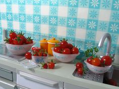 "Miniature Re-ment ""Pyrex"" Bowls with Tomatoes"