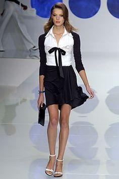 Valentino Spring 2004 Ready-to-Wear Fashion Show - Valentino Garavani, Daria Werbowy