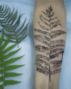 Tattoo Artist Uses Real Plants As Stencils For Gorgeous Botanical Tattoos - DesignTAXI.com