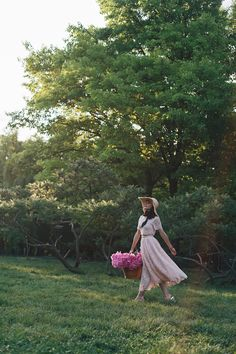 Graduation Photos, Beauty Skin, Pretty In Pink, Red Roses, Peonies, Love Story, Countryside, Eye Candy, Photoshoot