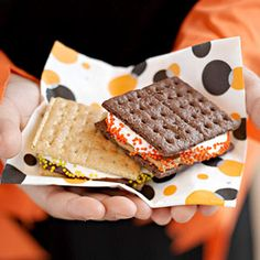 Super-Easy S'mores. Recipe: http://www.midwestliving.com/food/holiday/easy-halloween-sweets-snacks/page/10/0