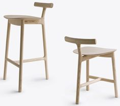 A Wooden Dining Chair, Light Both Visually and in Weight - Mattiazzi Radice Chair Design by Sam Hecht & Kim Colin Design Furniture, Art Furniture, Chair Design, Modern Furniture, Futuristic Furniture, Plywood Furniture, Wooden Dining Chairs, Bar Chairs, Lounge Chairs