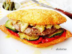 Blog de cuina de la dolorss: Hamburguesa de ternera en pan de queso con escalivada