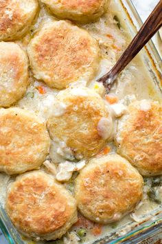 This Chicken Pot Pie Casserole is topped with Crusty Homemade Biscuits and made in the BEST Gravy mixture! It's a super easy comfort food Biscuit Chicken Pot Pie, Chicken Pot Pie Casserole, Easy Chicken Pot Pie, Chicken And Biscuits, Easy Casserole Recipes, Casserole Dishes, Chicken Recipes, Chicken Chili, Creamy Spinach Chicken