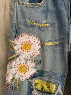 Diy Jeans, Vintage Jeans, Redone Jeans, Estilo Hippie, Vintage Patches, High Waisted Mom Jeans, Altering Clothes, Patched Jeans, Embroidered Jeans