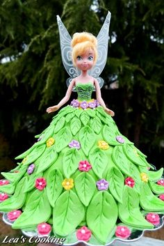 Lea's Cooking: Tinkerbell Doll Cake for a Birthday Party! With step-by-step tutorial. Barbie Torte, Bolo Barbie, Barbie Cake, Tinkerbell Doll, Tinkerbell Party, Tinkerbell Birthday Cakes, Fairy Birthday Party, Birthday Parties, 60th Birthday
