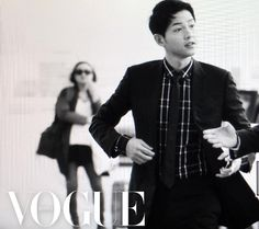 """Top star Song Joong Ki was captured on camera looking as handsome as ever by Vogue as he was on his way to Hong Kong to attend a fashion show. On the afternoon of April 22, Song Joong Ki arrived at the Incheon airport to head to Hong Kong for the """"Dior Homme 2016-2017 Winter Collection Live Show."""" T..."""