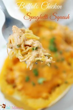 Buffalo Chicken Spaghetti Squash - Gal on a Mission- A delicious and classic twist on the classic buffalo chicken dip. Tastes just like the classic – Buffalo Chicken Spaghetti Squash. Buffalo Chicken Spaghetti Squash, Spaghetti Squash Recipes, Chicken Spagetti, Chicken Pasta, Paleo Recipes, Low Carb Recipes, Cooking Recipes, I Love Food, Good Food