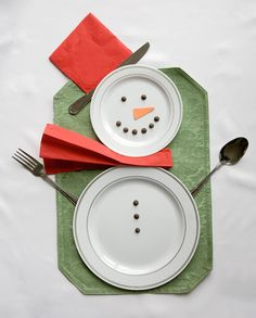 Super fun Christmas/Winter table set up. Doesn\u0027t even require expensive Christmas decor! & Snowman table setting from Smarty Had A Party using disposable ...
